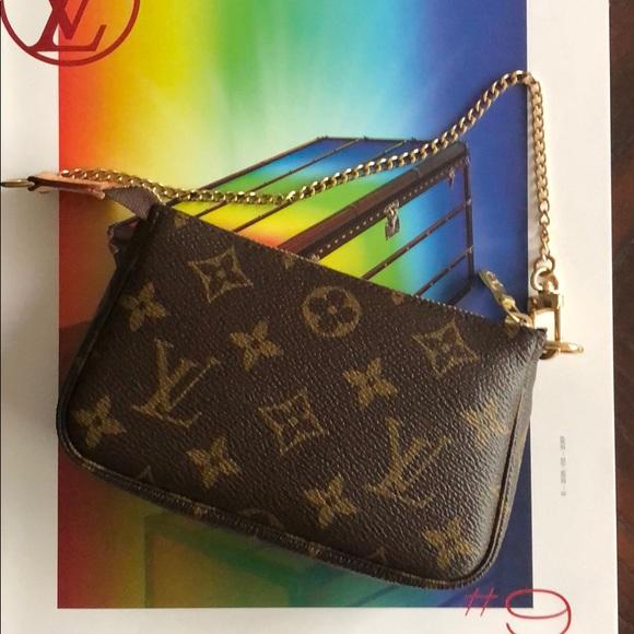 design intemporel b28b8 acd7a Loved! Louis Vuitton Mini Pochette